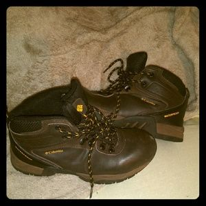 Columbia Newton Ridge Hiking Boots 6Y